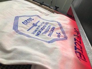 Sérigraphie sur Tee-shirt passage sous tunnel pour la polymérisation de l'encre Plastisol